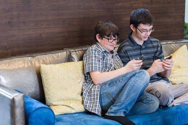 kids on phones