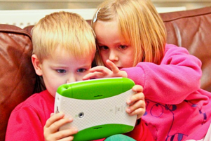 kids using tablet